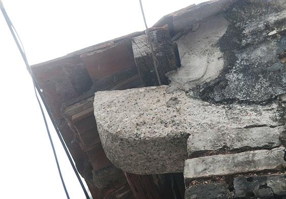 屋檐下的终止石